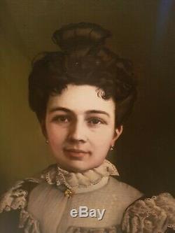 Ancien portrait femme de qualité, huile sur toile signée